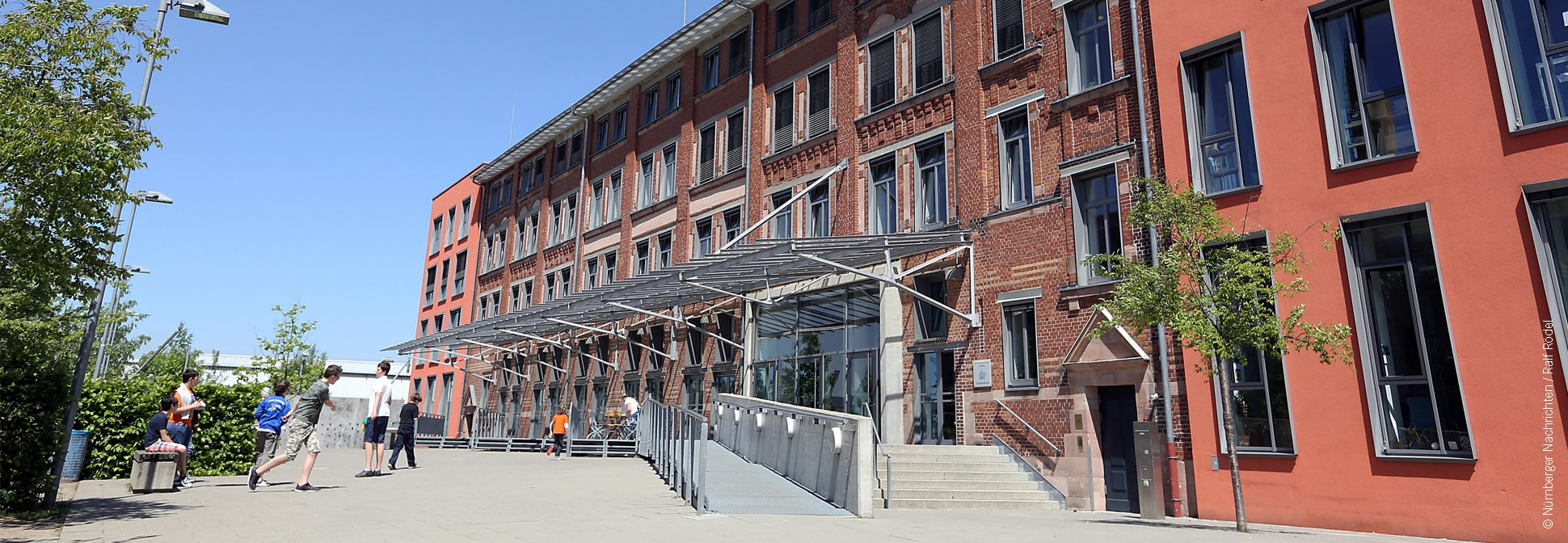 Adolf-Reichwein-Schule, Nürnberg - Eingang