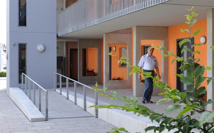 """Sozialer Wohnungsbau """"WAL"""", Dresdner Straße, Nürnberg - Eingang"""